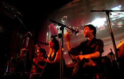 Marc Seestaedt live auf der Bühne mit seinem Midnight Radio-Projekt