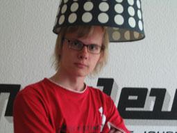 Stripling mit Lampenhut
