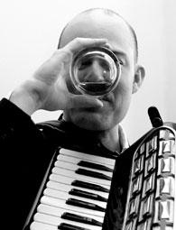 Geoff Berner, Whisky trinkend