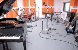 Das Studio mit Instrumenten