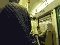 U-Bahn-Abteil mit Reisenden