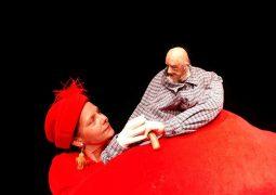 Schöner leiden: Eine Couch packt aus (Nonsens, Irrsinn, Wahnsinn, Puppenspiel)