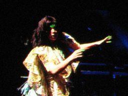 Sängerin Björk auf der Bühne