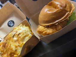 Chili Cheese Pommes und Crunchy Chicken