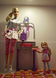 Barbie backt Waffeln